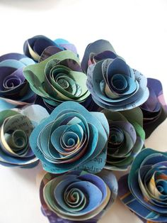 Paper flower bouquet... putting these in with paper leaves on a dried tree branch in a square glass vase would be super super cute! I really love these little flowers!
