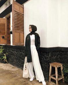 Hijab Fashion Summer, Modest Fashion Hijab, Modern Hijab Fashion, Street Hijab Fashion, Casual Hijab Outfit, Hijab Fashion Inspiration, Muslim Fashion, Fashion Outfits, Ootd Poses