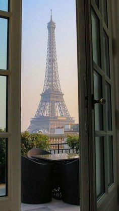 City Aesthetic, Travel Aesthetic, Aesthetic Outfit, Summer Aesthetic, Torre Eiffel Paris, Jardin Des Tuileries, Belle Villa, Beautiful Places To Travel, Paris Travel