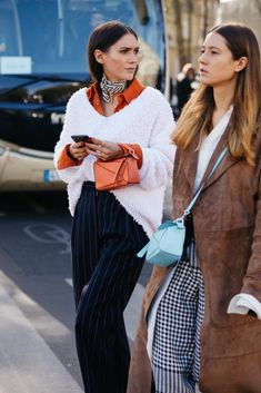 Paris SS2020 full gallery – Sandra Semburg Outfit Goals, Outfit Sets, Fall Outfits, Fashion Outfits, Fashion Trends, Street Fashion Show, Spring Couture, Autumn Street Style, Pullover
