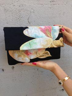 No.01 Japanese Kimono Remake Clutch Bag Very by KOSAMECAFE on Etsy Jute Products, African Accessories, Fabric Handbags, Kimono Fabric, Vintage Kimono, Yukata, Japanese Kimono, Kimono Fashion, Small Bags