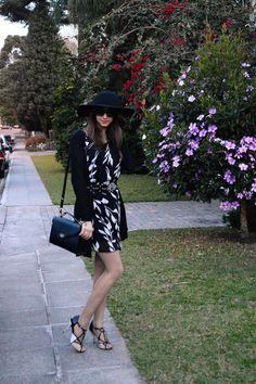 I've bought this dress in Italy, lovely for spring. | Look do dia: Vestido preto e branco e chapéu