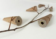 Artist Susanna Bauer works with found natural objects like leaves, wood and stone; incorporating them with crochet in unique and unconventional ways. Crochet Leaves, Crochet Fall, Crochet Flower, Design Observer, Embroidered Leaves, Colossal Art, Dry Leaf, 3d Artwork, Environmental Art