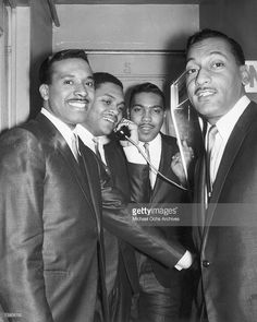 Levi Stubbs, Renaldo Obie Benson, Lawrence Payton and Abdul Duke Fakir pose backstage at the Apollo Theater in New York City, New York. Get premium, high resolution news photos at Getty Images Soul Artists, Music Artists, Soul Music, Music Is Life, David Ruffin Temptations, Four Tops, Jazz Funk, Old School Music, Best Dressed Man