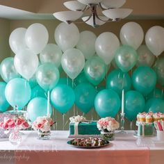 Balloons easily create a party ambiance. Here are lots of awesome ideas to decorate a girl's birthday party with balloons. Tiffany Co Party Ideas, Tiffany Blue Party, Tiffany Theme, Azul Tiffany, Tiffany And Co, Tiffany Blue Decorations, Teal Party, Bar A Bonbon, Sweet 16 Parties