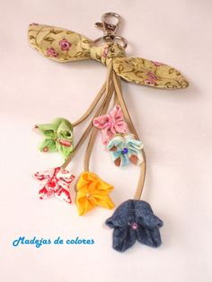 Madejas de colores: Reglitos variados Cute Sewing Projects, Sewing Crafts, Felt Flowers, Fabric Flowers, Handmade Crafts, Diy And Crafts, Arts And Crafts, Fabric Origami, Creative Textiles