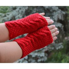 Knitted mittens gloves (105 PLN) ❤ liked on Polyvore featuring accessories, gloves, red gloves, red mittens, crochet mittens, crochet gloves and mitten gloves