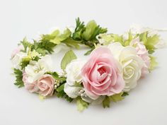 Wianuszek ślubny ze sztucznych kwiatów w tonacji różu, bieli i zieleni.  Do kupienia w sklepie internetowym Madame Allure :)