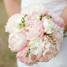 Breathe In these Stunning Wedding Bouquets. http://www.modwedding.com/2014/01/29/breathe-in-these-stunning-wedding-bouquets/ #wedding #weddings #bouquets