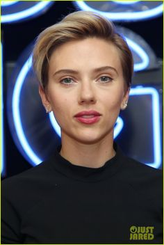 Scarlett Johansson & 'Rough Night' Cast Share a Toast at NYC Photo Call