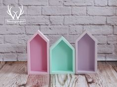 Lovely set of three cute shelves in trendy colors.