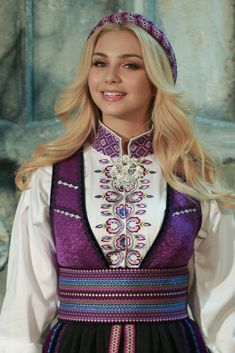 Beltestakk lilla-blå Folk Costume, Costumes, Classy Outfits, Classy Clothes, Girl Hairstyles, Captain Hat, That Look, Culture, Lady