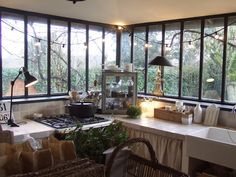 kitchen, windows my stylish french girlfriends - Estelle - Sharon Santoni My French Country Home, French Kitchen, Country Kitchen, Deco Design, Design Design, Dining Room Design, Design Room, French Decor, Home Kitchens