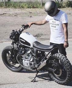 Great looking bike @dropmoto . . #caferacer #hondacb #honda #motorcycle #style…