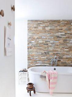 Bathroom-pink-towel