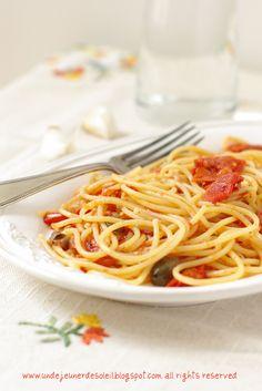 Spaghetti aux tomates du Vésuve, câpres et origan