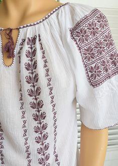 Ie Romaneasca Stela P - Chic Roumaine Ethnic Fashion, Boho Fashion, Palestinian Embroidery, Folk Costume, Peasant Blouse, Embroidery Techniques, Pakistani Dresses, Designer Wear, Cross Stitching