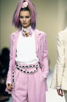 Kate Moss for Chanel Spring 1994 Ready-to-Wear Fashion Show - Wallis Franken Fashion Guys, 90s Fashion, Runway Fashion, Trendy Fashion, Fashion Show, Vintage Fashion, High Fashion, Fashion Design, Fashion Trends