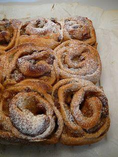 Vaníliakrémes, mazsolás csiga (vegán, tejtermék- és tojásmentes) ~ Receptműves Bread, Vegan, Food, Eten, Bakeries, Meals, Breads, Vegans, Diet