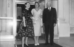 Crown Princess Beatrix posed with US President Dwight Eisenhower and First Lady Mamie Eisenhoe at the White House in 1959.