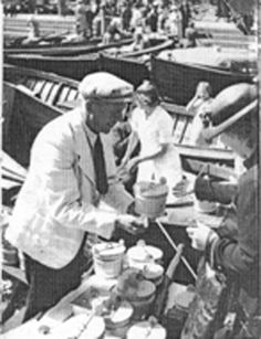 Hjalmar Ingman selling his viili in Helsinki in the 1920s