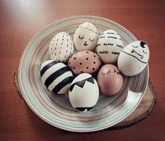 Barvíte každý rok vajíčka stejně a chtěli byste letos nějakou změnu? Tady je 12 originálních nápadů, jak nabarvit velikonoční vajíčka, aby vypadala stylově. Origami, Projects To Try, Diy, Bricolage, Origami Paper, Do It Yourself, Homemade, Origami Art, Diys