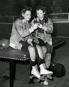 vintage everyday: 32 Interesting Vintage Photos of Roller Derby Skaters