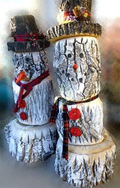 Love this rustic snowman idea! No worries about any holiday meltdowns.) A country style log snowman is the perfect winter decoration for the porch.
