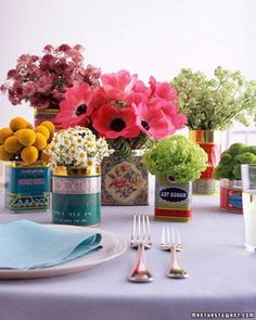 Boho and festive feel is arranged by mixing and matching old tins and different sorts of flowers. #Boho #table