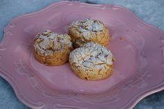 Disse er utrolig gode, og hvis du har tenkt å spare dem litt så bør du vurdere å gjemme dem bort! De ser kanske litt merkelige ut, men dette erpetit choux (vannbakkels, cream puff - kjært barn har... Muffin, Breakfast, Food, Morning Coffee, Essen, Muffins, Meals, Cupcakes, Yemek