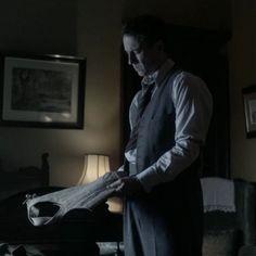 Frank Randall (Tobias Menzies) in Season Two of Outlander on Staz | Through A Glass, Darkly via http://kissthemgoodbye.net/PeriodDrama/thumbnails.php?album=535