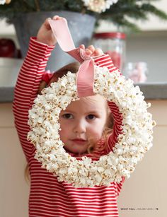 Popcorn Wreath- I love it! Could make it even  more festive by using a sprinkle of red & green popcorn in with the regular