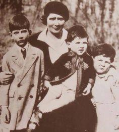 Mignon with her children Princess Alexandra, Princess Beatrice, Princess Victoria, Queen Victoria, Landed Gentry, Rich Kids, Royal House, Ferdinand, Romania