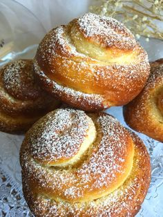 Today to celebrate that it is Friday, I bring you a family recipe, of which your . Donut Recipes, Mexican Food Recipes, Dessert Recipes, Desserts, Mallorca Bread, Donuts, Croissants, Sweet Dough, Bread Cake