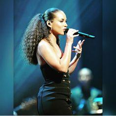 Alicia Keys .....my fave look!! ❤️❤️❤️❤️❤️❤️