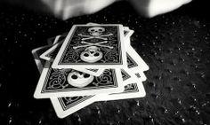 BARAJA SKULL NEGRA - CLOSE-UP magicshop