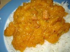 Pangpoeng (pompoen) is een van mijn favoriete surinaamse groente gerechten. Het is eenvoudig klaar te maken en vooral heel erg lekker mede door de zoete smaak. Je kunt naar wens variëren met deze groentensoort zoals pangpoeng met zoutvlees, rundvlees, garnalen, droge vis of gewoon vegetarisch. In dit recept beschrijf ik pangpoeng met zoutvlees. Ingrediënten: -…