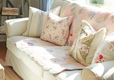 Love the pink quilt and the mismatched pillows ! I'd totally watch Downton Abbey in here :)(from A Sort Of Fairytale)