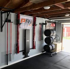 All stored away for the day. Tomorrow's another chance to get after it in th. - Interieur - Home Gym Home Gym Basement, Home Gym Garage, Diy Home Gym, Gym Room At Home, Home Gym Decor, Best Home Gym, Garage Studio, Garage Workshop, Pilates Gym