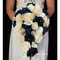 Blue and gold bouquet Gold Wedding Bouquets, Gold Bouquet, Navy Wedding Flowers, Winter Wedding Colors, Bride Bouquets, Bridal Flowers, Flower Bouquet Wedding, Floral Wedding, Trendy Wedding