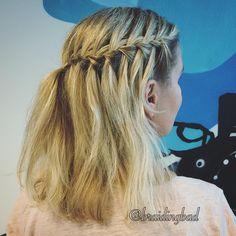 "Heli sanoo Instagramissa: ""#waterfallbraid works great in two-toned hair  . #vesiputousletti #braid #braiding #braidinghair #braidideas #instabraids #letti #lettikampaus #letitys #pullback #hairstyles #flette #plaitedhair #suomiletit #braidsforgirls #featuremeisijatytot #featuremejehat #hotbraidsmara #braidingchallenge #featureaccount_ #braidinginspiration #perfecthairpics #inspirationalbraids"""