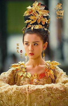 Novoland: The Castle in the Sky 《九州·天空城》 Chinese Traditional Costume, Traditional Outfits, Oriental Fashion, Asian Fashion, Beautiful Asian Girls, Beautiful Women, Chinese Bride, Warrior Girl, China Girl