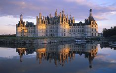 Chateau de Chambord, Loire Valley, France: Learned about this in Architectural history, almost like a fairytale castle or something haha Chateau Medieval, Medieval Castle, Valle Del Loire Francia, Windows 7 Wallpaper, Hd Wallpaper, Live Wallpapers, Chambord Castle, Loire Valley France, Lascaux