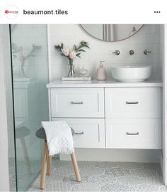 Best Ideas For White Bathroom Tile Designs 40 White Bathroom Tiles, Bathroom Tile Designs, Bathroom Renos, Bathroom Inspo, Bathroom Interior Design, Bathroom Inspiration, Interior Design Inspiration, Bathroom Styling, Downstairs Bathroom