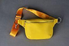 Riñonera Asia - Comprar en xtaccesorios Virtual Fashion, Leather Belt Bag, Best Handbags, Diy Clothes, Fanny Pack, Belt Bags, Bag Design, Asia, Ideas