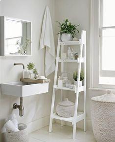 Foto: IKEA     Elegante,curate și răcoritoare, băile monocromatice amenajate în totalitate în alb sunt alegerea perfectă pentru spații...