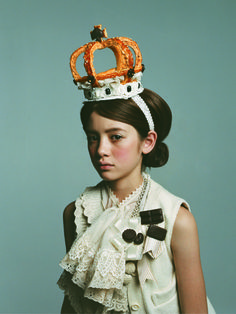 That crown looks edible. Looks like it's made out of bread sticks. Fashion Art, Kids Fashion, Prince Charmant, Little People, Children Photography, Cute Kids, Baby Kids, Dress Up, Style Inspiration