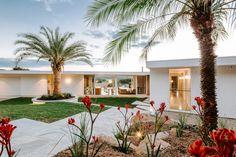 Las Palmas Byron Bay / Davis Architects / Byron Bay Architects Byron Bay Beach, Roof Edge, Timber Screens, Art Deco Home, Beautiful Architecture, Commercial Design, Architect Design, Residential Architecture, Renting A House