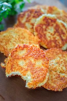 So simple, yet unbelievably tasty, these Classic Potato Pancakes are not to be missed! This easy Latke recipe is a staple at my family! Potato Dishes, Potato Recipes, Vegan Recipes, Cooking Recipes, Vegan Foods, Vegan Dishes, Delicious Recipes, Parmesan Crusted Potatoes, German Potato Pancakes