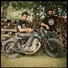 The coolest French men out there: Fred and Hugo from Blitz Motorcycles on a Yamaha SR 500. Good to go.
